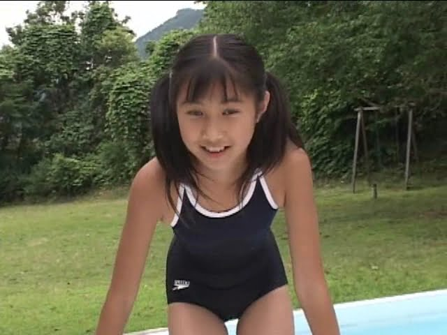 西文美「ほほえみオレンジ」スクール水着でプールサイド