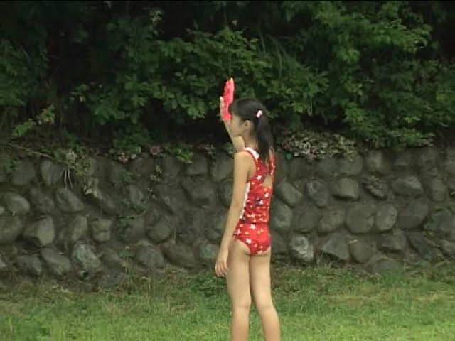 西文美「ほほえみオレンジ」赤の水着