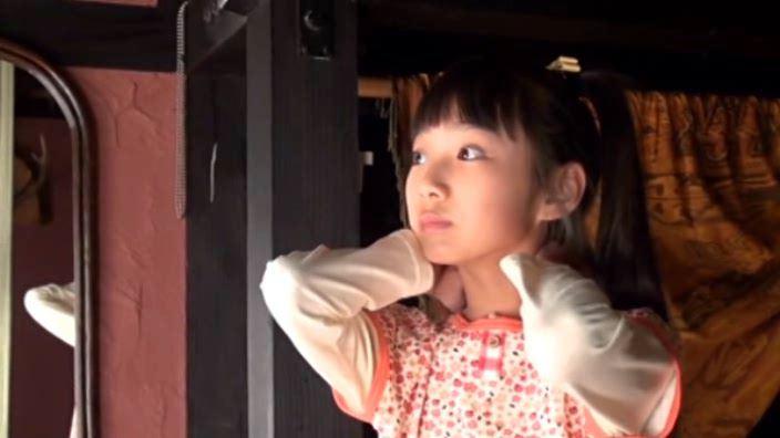 """""""Noすみれ,No Life""""とっておきの未公開秘蔵映像 「河合すみれ」上半身首に手"""