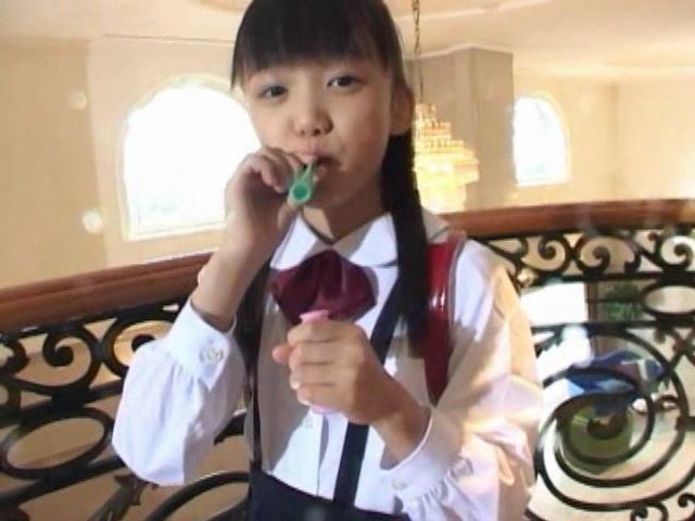 「岡崎瞳8歳 水の妖精 陸の天使」制服シャボン玉