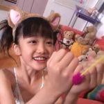 「岡崎瞳8歳 水の妖精 陸の天使」猫耳猫じゃらし