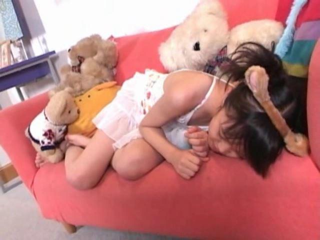 「岡崎瞳8歳 水の妖精 陸の天使」猫耳眠り