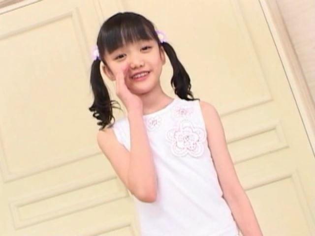 「岡崎瞳8歳 水の妖精 陸の天使」タンク上半身