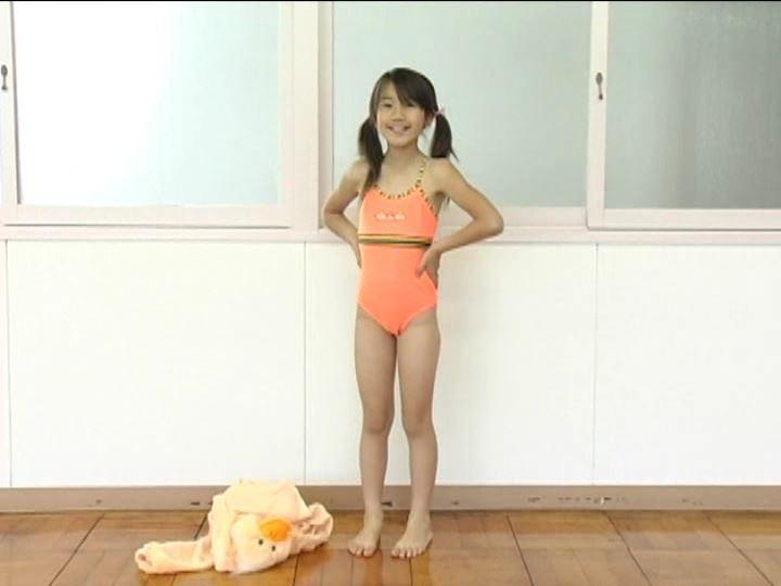 「小野寺沙羅 9歳」オレンジ水着全身