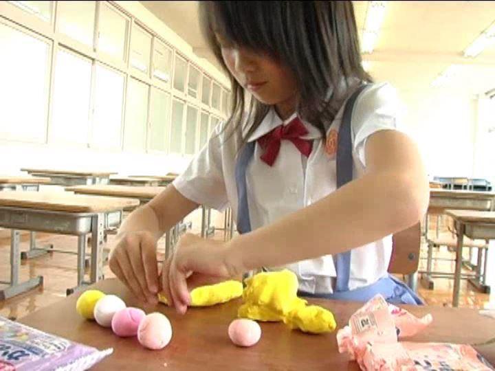 「小野寺沙羅 9歳」制服粘土細工