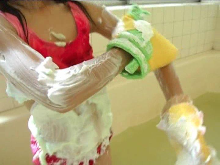 「小野寺沙羅 9歳」赤水着洗体