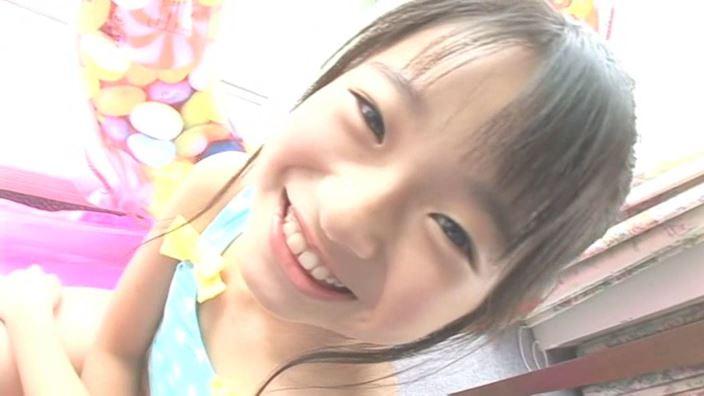 アイドルスイートプリキュア 星名はる 9歳小4「星名はる」水色ドット水着顔アップ