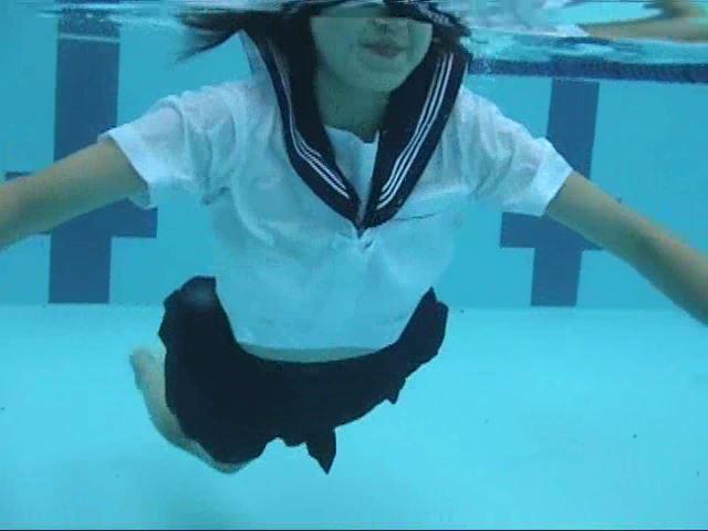 「ぷち濡れ Vol.1 星那育見 14才」制服水中ダイブ