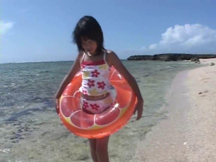 ピュアぐらびあ・あ~と「桃瀬なつみ」花柄水着浮き輪