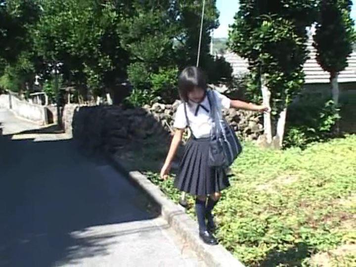 ピュアぐらびあ・あ~と「桃瀬なつみ」制服紺スカート全身歩き