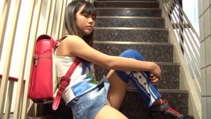 「ぴゅあはーと あきはばらさいきょうJS美少女 猫みみ」階段ランドセル