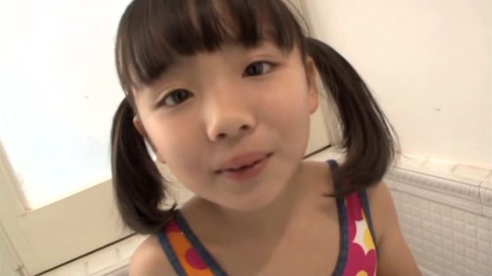 「ピュアローズ Vol.05 えりか」赤黄ワンピース水着顔アップ