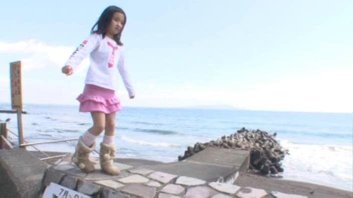「ぷりぷりたまご Vol.3 えりかちゃん」ピンクスカート堤防歩き