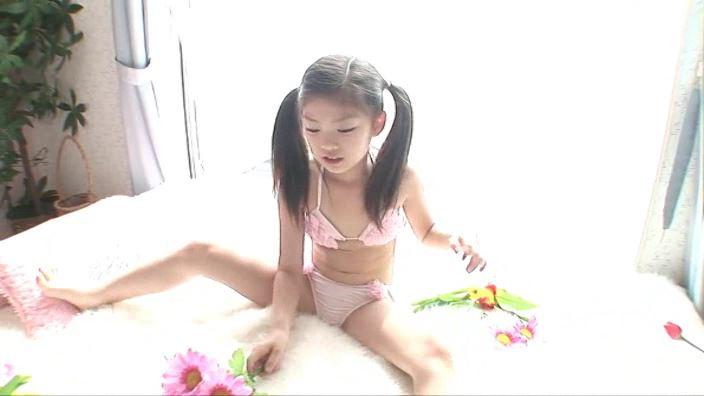 楽園の休日 【初回限定版】「水谷彩音」ピンク花柄ビキニ開脚花
