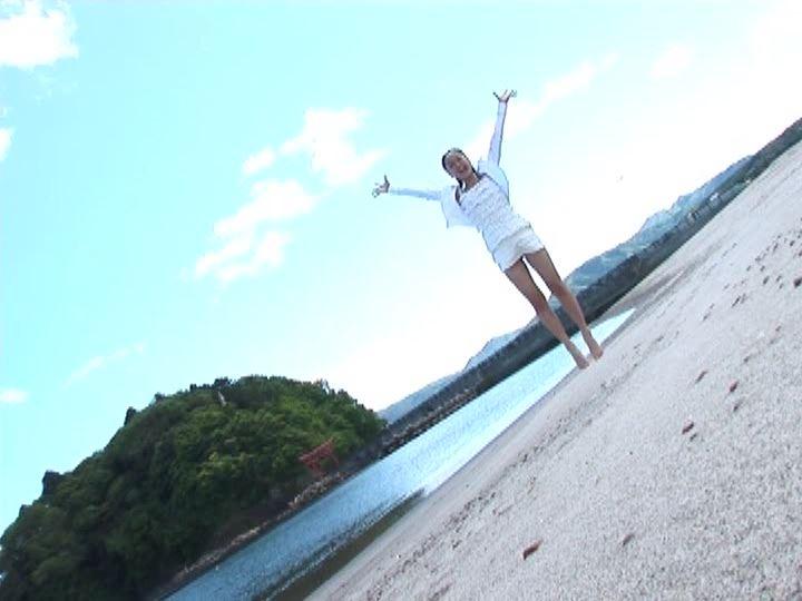 りん13歳「小池凛」浜辺ジャンプ