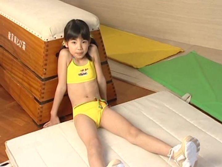 「さくらゆま 9歳 小学4年生」黄チューブ跳び箱
