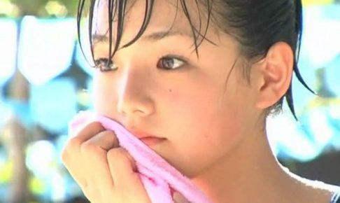 篠崎愛 14歳「篠崎愛」スクール水着汗拭き