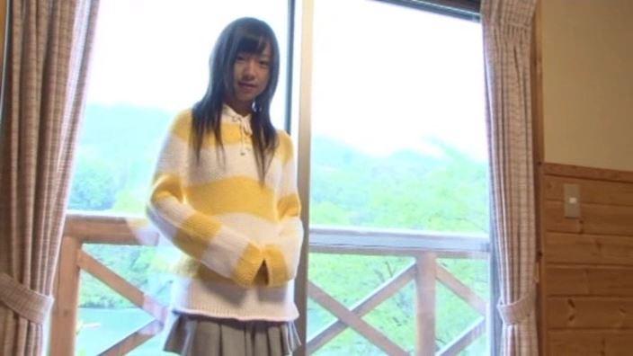 「St Raphael Vol.1 片瀬桃(ももえたん)」黄セーター萌え袖