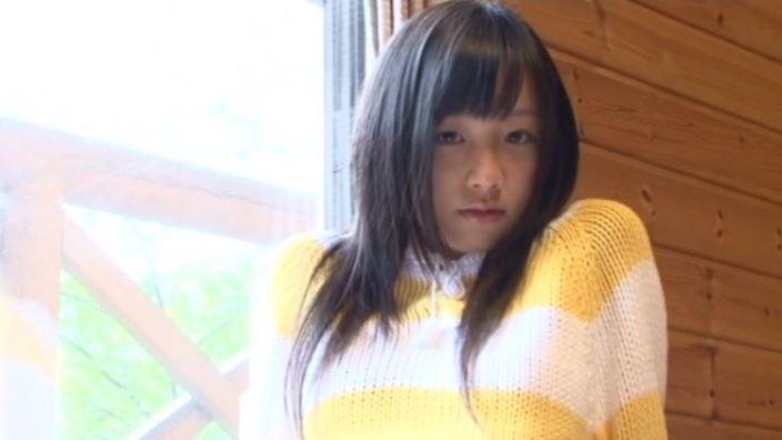 「St Raphael Vol.1 片瀬桃(ももえたん)」黄セーター上半身