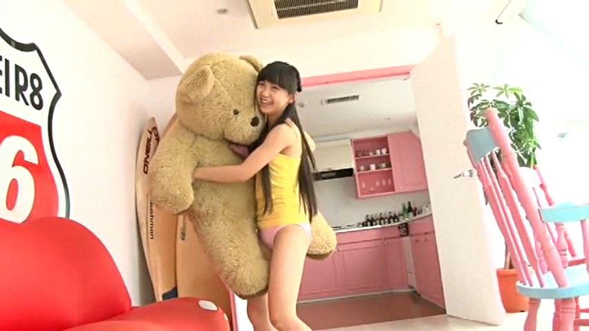 すだち色の夏 「須田理夏子」ピンクビキニくま抱っこ