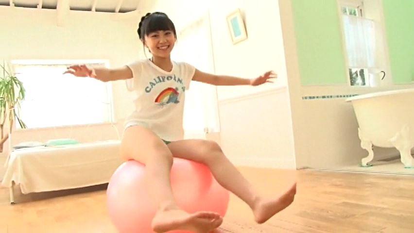 すだち色の夏 「須田理夏子」緑ビキニバランスボール