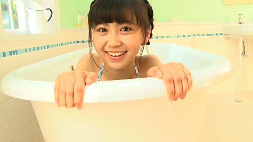 すだち色の夏 「須田理夏子」緑ビキニバスタブから顔