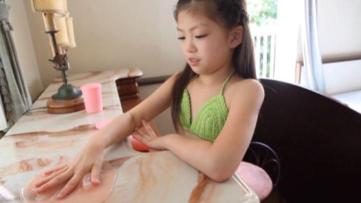 少女のままで 「水谷彩音」黄緑ビキニスライム手形