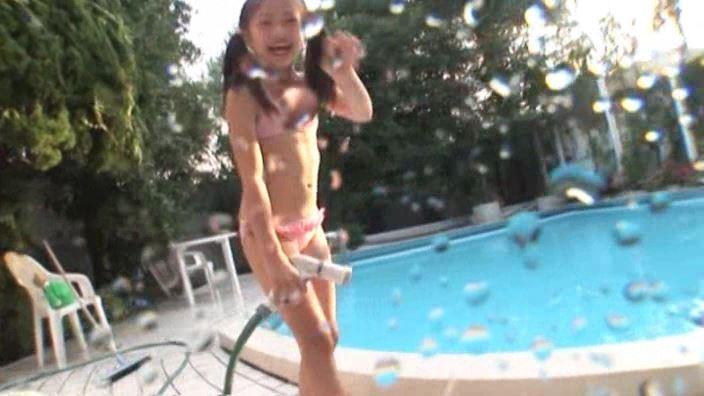 少女のままで 「水谷彩音」ピンクビキニ立ちシャワー水滴