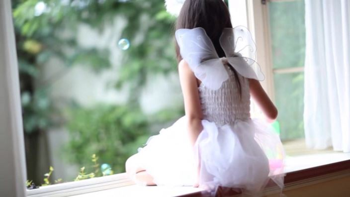 天使の笑顔「水谷彩音」天使背面