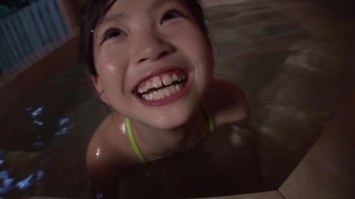 天使の笑顔「水谷彩音」変形水着顔アップ