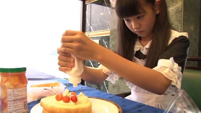 つぶつぶいちご「野村苺花」メイドケーキ作り