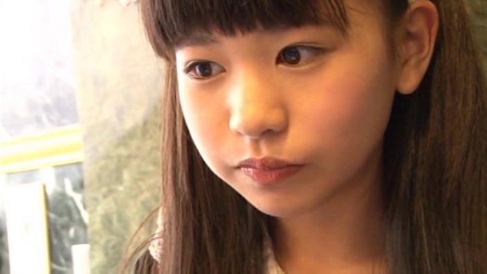 つぶつぶいちご「野村苺花」メイド顔アップ試食